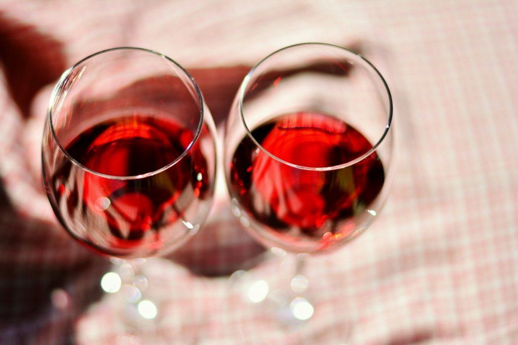 2つのグラスの同じワイン